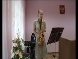 девушка и саксофон